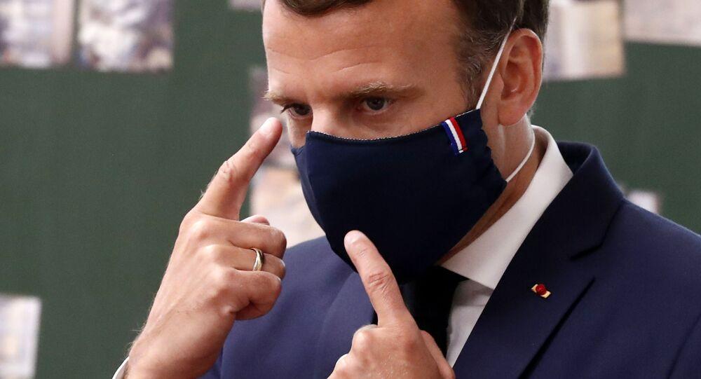 Emmanuel Macron en visite dans une école de Poissy , 5 mai 2020