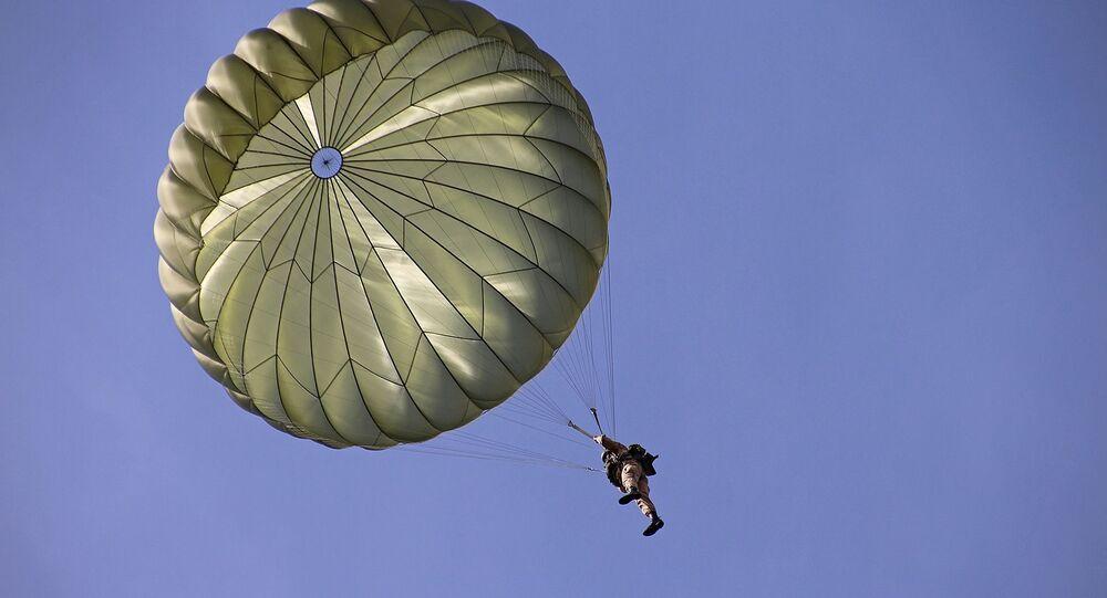Un parachutiste