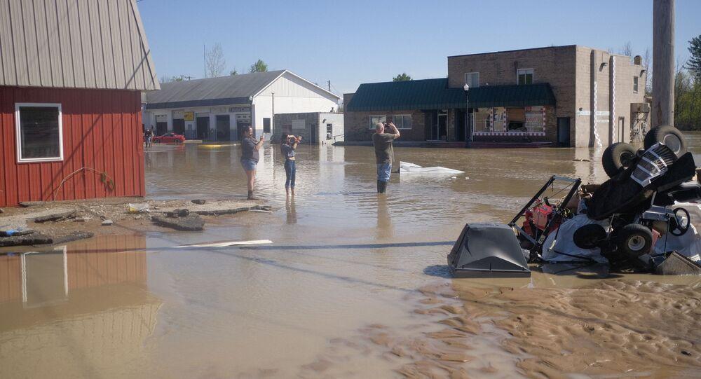 Des inondantions à Sanford dans l'État américain du Michigan