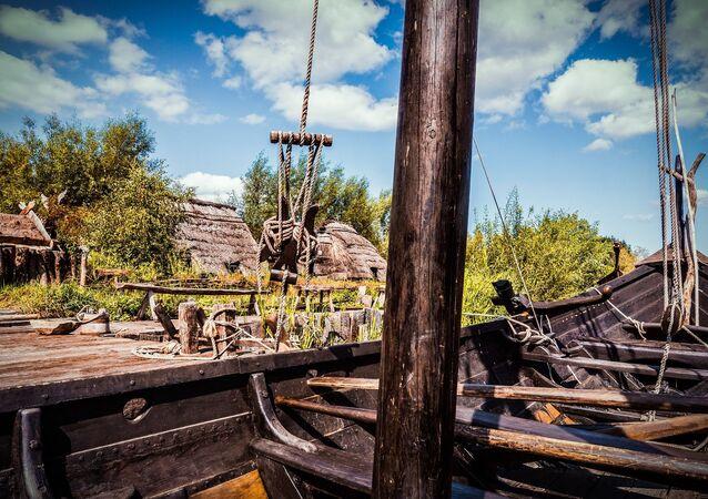 Un bateau ancien (image d'illustration)