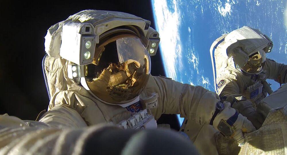 Cosmonautes russes Antov Skhaperove et Alexandr Misourkine