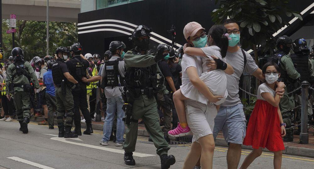 La police de Hong Kong arrête des étudiants