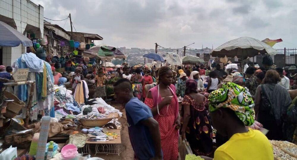 Scène de vie au marché de Yaoundé, Cameroun
