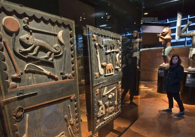 Le musée du Quai Branly-Jacques-Chirac, parfois appelé musée des Arts et civilisations d'Afrique, d'Asie