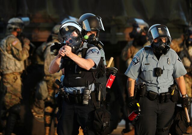 Des policiers lors des émeutes à Minneapolis, le 29 mai