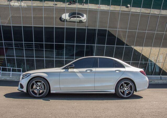 Une Mercedes