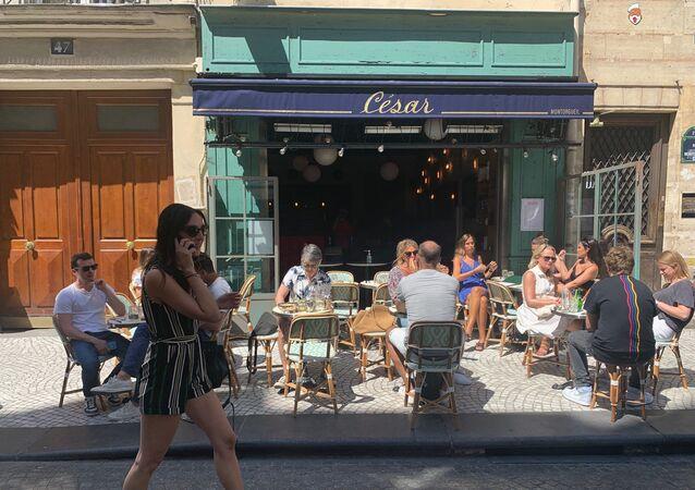 Les terrasses des cafés à Paris, le 2 juin 2020