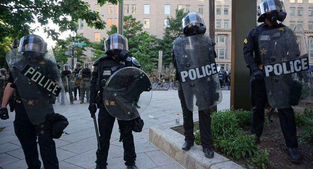 La police à Washington lors d'une action de protestation pour George Floyd, 1er juin 2020