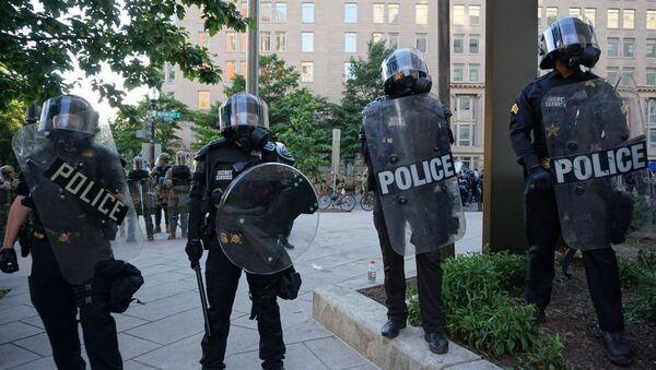 La police à Washington lors d'une action de protestation pour George Floyd, 1er juin 2020 - Sputnik France