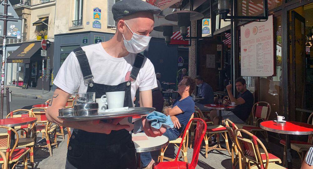 Paris rouvre ses terrasses de cafés et retrouve une peu de «l'art de vivre à la française»