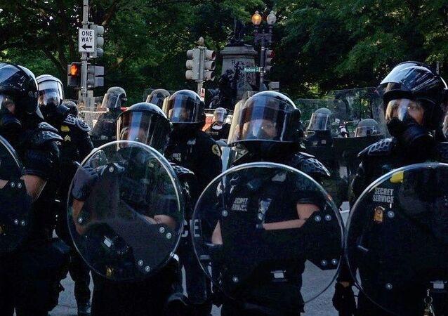La police à Washington pendant une manifestation pour George Floyd