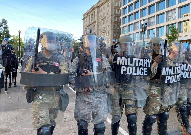 Les forces de l'ordre près de la Maison-Blanche lors des manifestations à Washington, le 1er juin.