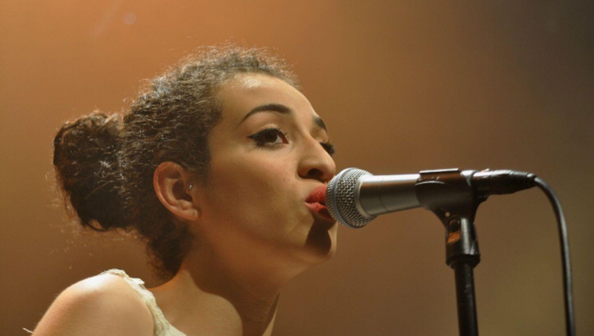 Camélia Jordana au cours de son concert à la Maison Daniel-Féry de Nanterre le 6 mai 2011. - Sputnik France, 1920, 12.02.2021