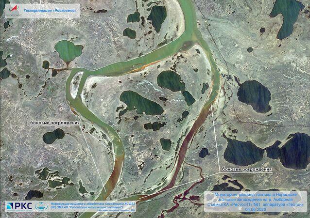 Images satellite de la fuite de diesel à Norilsk / service de presse de Roscosmos