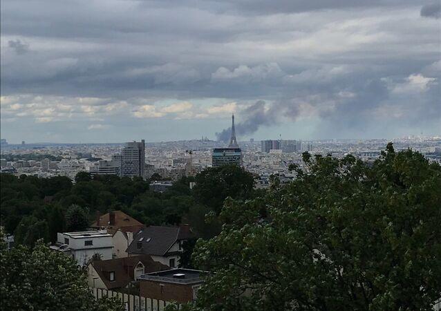 Gigantesque incendie en cours dans un entrepôt à Aubervilliers
