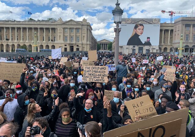 Mobilisation pourtant interdite contre les violences policières près de l'ambassade US à Paris, le 6 juin 2020