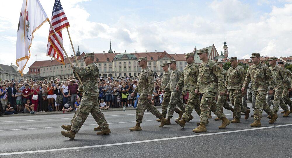 Des soldats américains lors d'une parade militaire annuelle à Varsovie, Pologne
