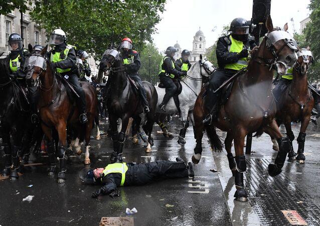 Des cavaliers de la police lors de la manifestation à Londres