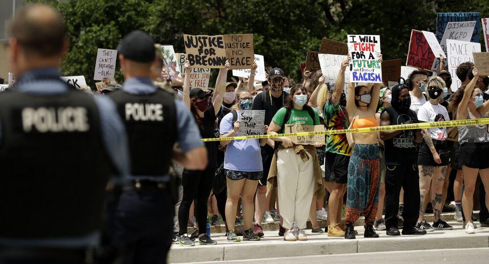 Des manifestations aus USA contre le racisme et les violences policières après le meurtre de George Floyd