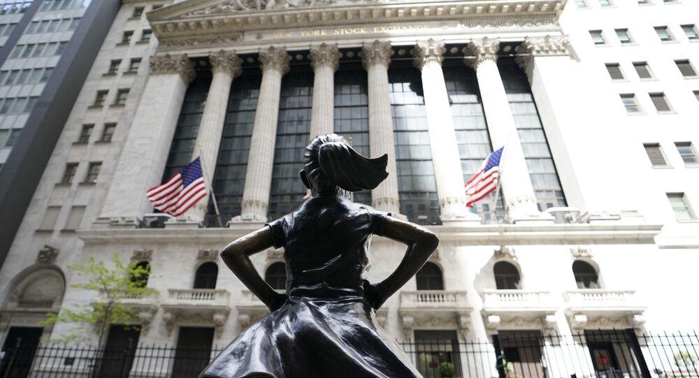 Statue de la «fillette sans peur» en face de la bourse de Wall Street (New York, mai 2020)