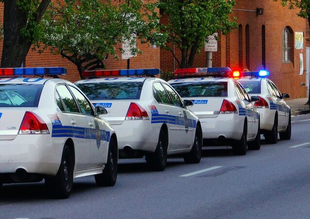 Des voitures de police