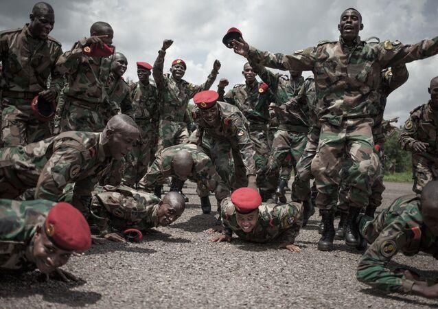 Des recrues des Forces armées centrafricaines (FACA)