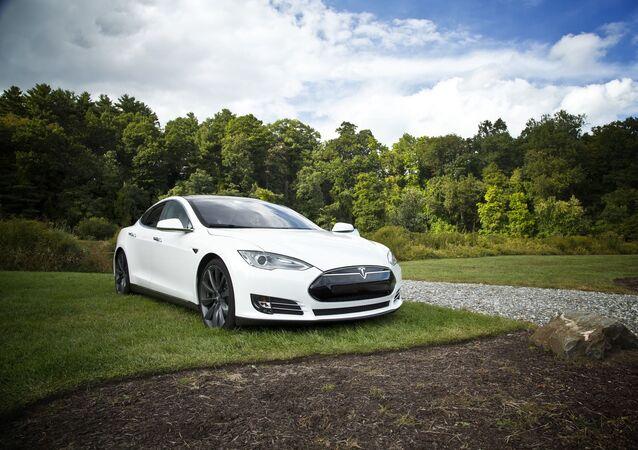 Une Tesla