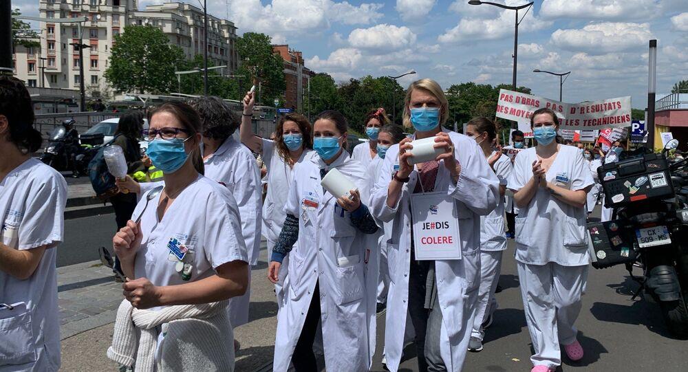 Action du personnel soignant à l'hôpital Robert-Debré, 11 juin 2020
