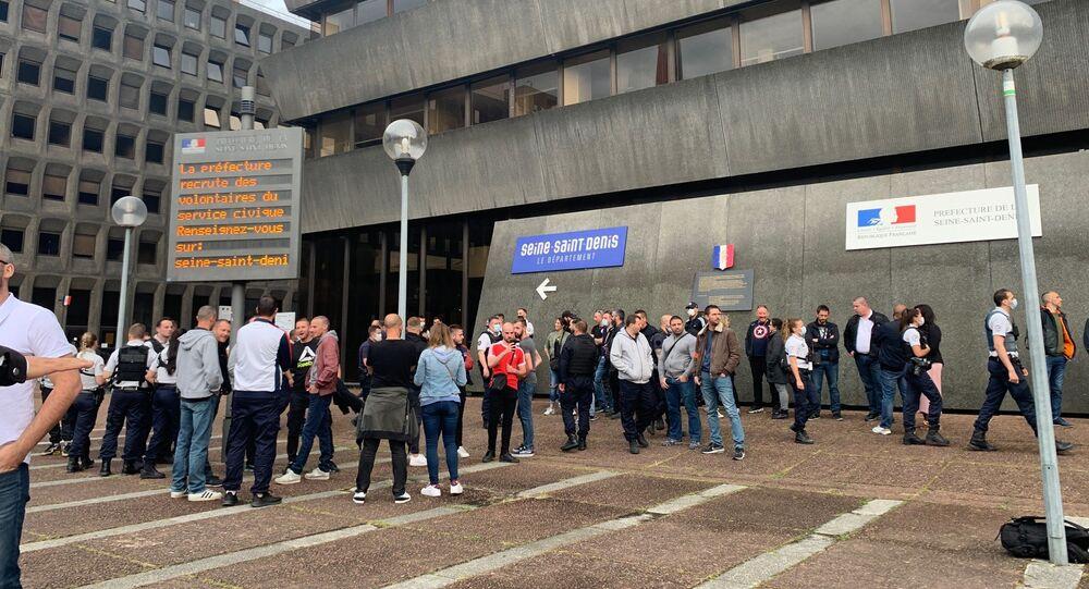 Action des policiers français devant les commissariats en réponse aux annonces de Castaner, Bobigny, le 11 juin