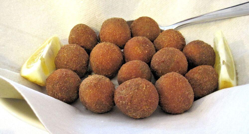 Olives frites farcies (image d'illustration)
