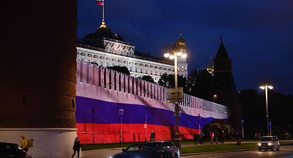 Le Kremlin de Moscou illuminé à l'occasion du Jour de la Russie