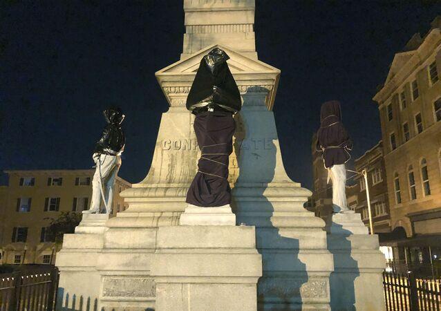 le monument confédéré à Portsmouth