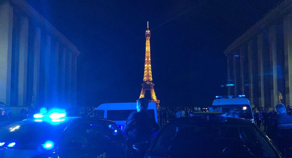Des policiers ont manifesté devant l'Arc de Triomphe (photos) — France