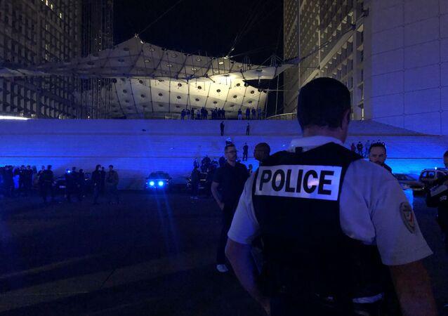 Mobilisation nocturne des policiers en colère sous la Grande Arche de La Défense, 15 juin 2020