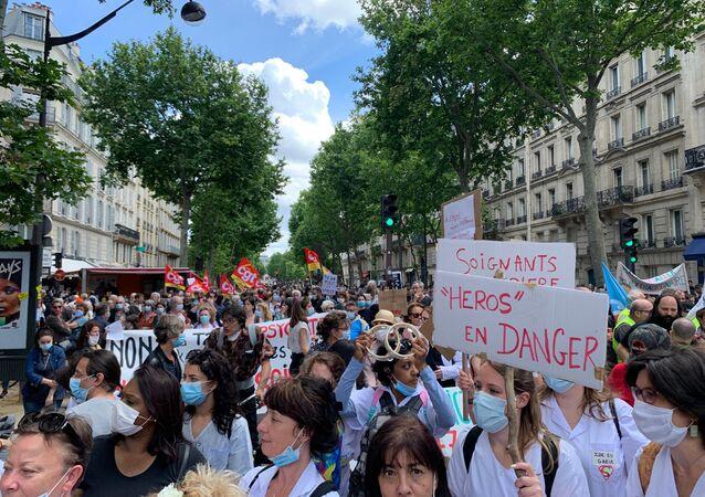 Grande manifestation des soignants après la crise du Covid-19 à Paris, 16 juin 2020