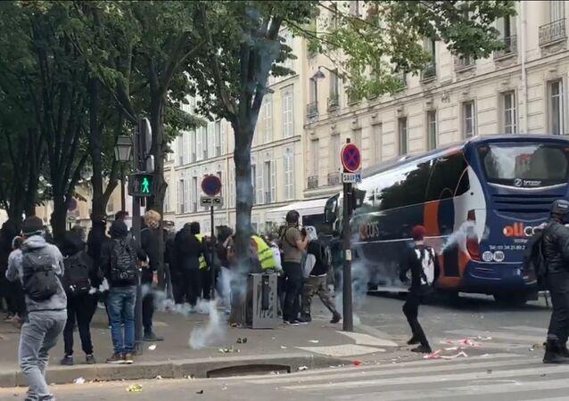 Tensions lors du rassemblement des soignants à Paris, 16 juin 2020