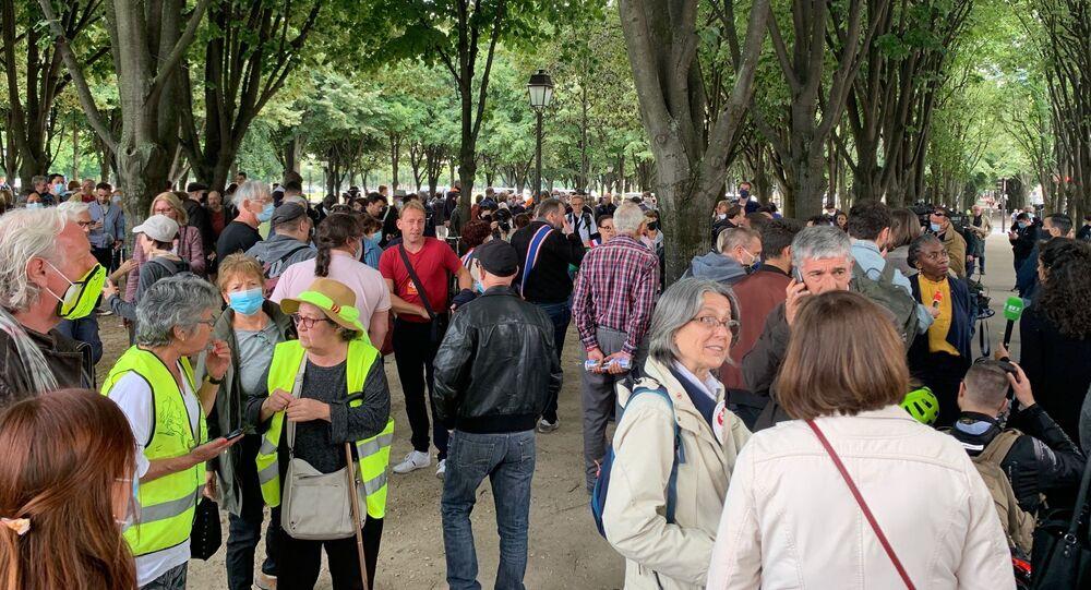 Manifestation de soutien à l'infirmière Farida interpellée à Paris le 16 juin après avoir lancé des pierres sur des policiers
