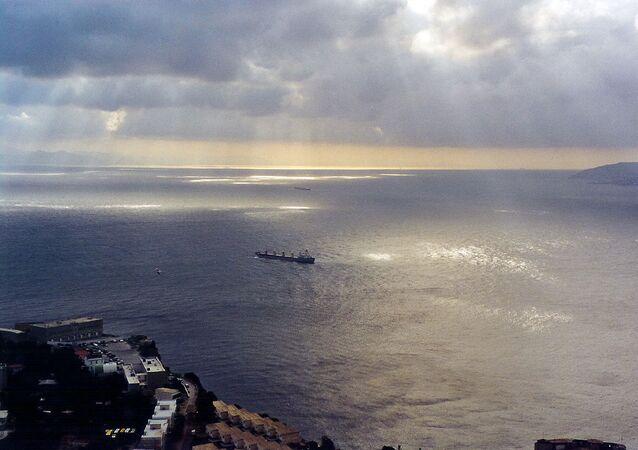 Vue du détroit de Gibraltar, vers le sud-ouest et la mer Méditerranée.