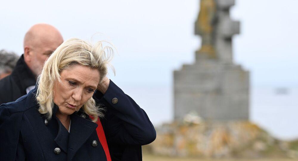 Marine Le Pen sur l'Ile-de-Sein