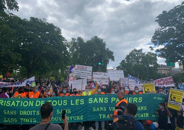 Rassemblement à Paris en faveur de la régularisation des sans-papiers, le 20 juin