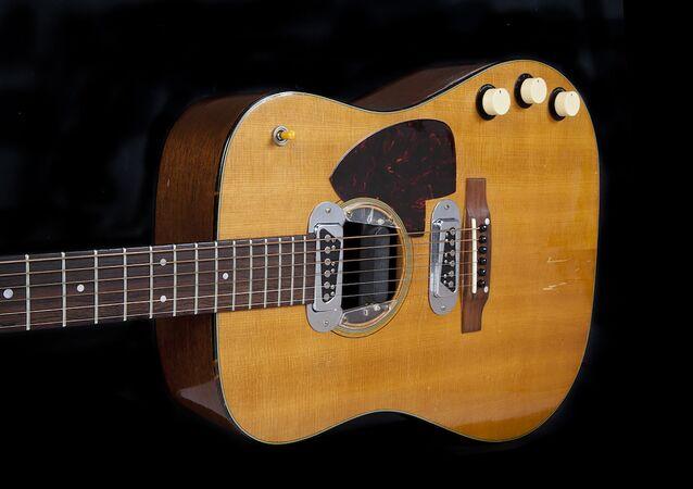 La guitare de Kurt Cobain vendue 6 millions de dollars