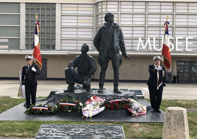 Une cérémonie pour marquer le 75eme anniversaire du retour de l'escadrille Normandie-Niemen en France