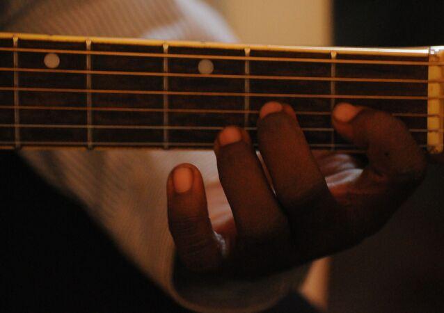 Une guitare, image d'illustration