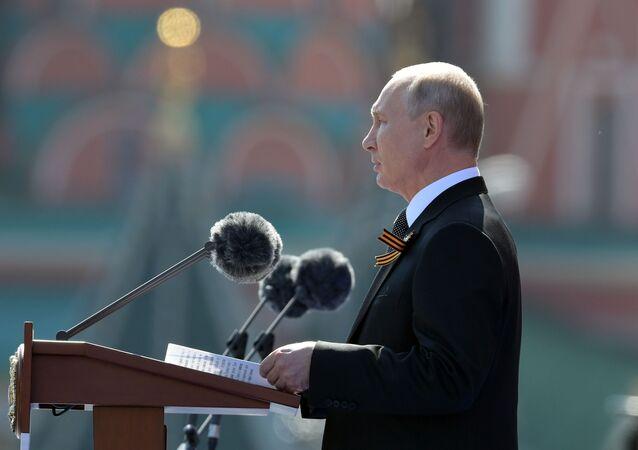 Le Président Poutine participe au défilé militaire des 75 ans de la Victoire sur la place Rouge à Moscou, le 24 juin 2020