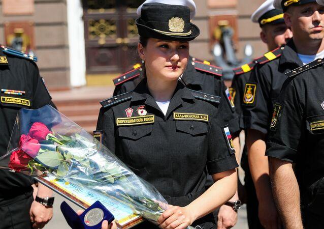 Récompense de la militaire qui a perdu sa chaussure lors d'un défilé
