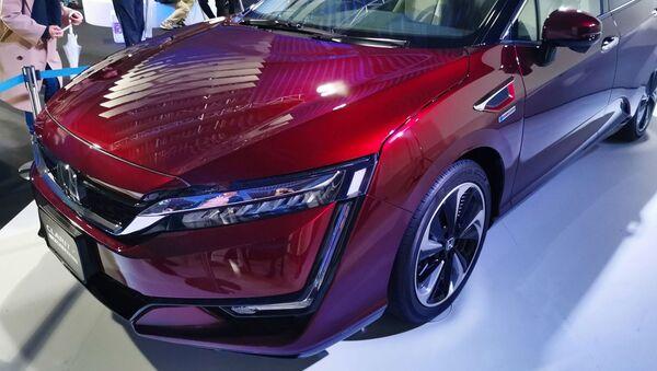 Honda FCX Clarity II - Sputnik France