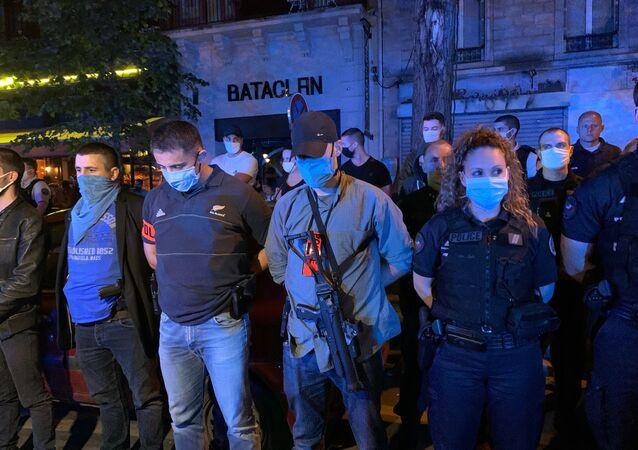 Mobilisation nocturne de policiers devant le Bataclan, 26 juin 2020