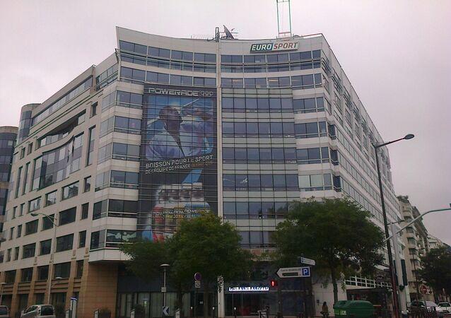 Affiche géante de Teddy Riner sur le siège de la chaîne de télévision Eurosport France à Issy-les-Moulineaux en novembre 2012