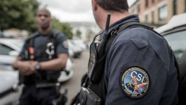 Un policier de la CSI - Sputnik France