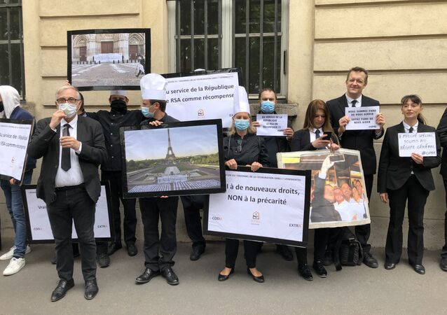 Organisation du Personnel de la Restauration dans l'Evénementiel (OPRE) manifesté à Paris, face au Ministère du Travail